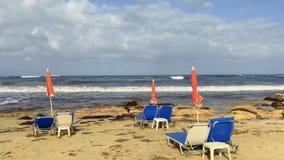 Άνετος χαλαρώστε κοντά στη θάλασσα απόθεμα βίντεο