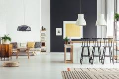 Άνετο εκλεκτής ποιότητας καθιστικό Στοκ Εικόνες