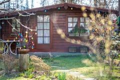 Άνετο θερινό εξοχικό σπίτι με τον κήπο Στοκ Εικόνες
