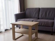 Άνετο μοντέρνο καθιστικό με το σύνολο καναπέδων Σύγχρονο καθιστικό με Στοκ Εικόνες