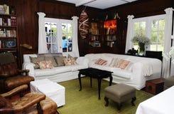 Άνετο δωμάτιο εξοχικών σπιτιών στοκ εικόνα με δικαίωμα ελεύθερης χρήσης