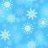 Άνευ ραφής απεικόνιση στο θέμα του χειμώνα και των χειμερινών διακοπών, το περίγραμμα snowflake και φλόγα, άσπρα snowflakes σε έν Στοκ εικόνα με δικαίωμα ελεύθερης χρήσης
