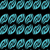 Άνευ ραφής αφηρημένο σχέδιο των μπλε φύλλων σε ένα μαύρο υπόβαθρο Στοκ Φωτογραφία