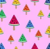 Άνευ ραφής διανυσματική απεικόνιση με το πολύχρωμο παγωτό στο ραβδί στη μορφή καρπουζιών σε ένα ανοικτό ροζ υπόβαθρο διανυσματική απεικόνιση