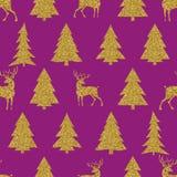 Άνευ ραφής διανυσματικό σχέδιο Χριστουγέννων με χρυσά fir-trees και τα ελάφια Στοκ Φωτογραφία