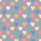 Άνευ ραφής ζωηρόχρωμο σχέδιο καρδιών στο γκρίζο υπόβαθρο Στοκ Φωτογραφίες