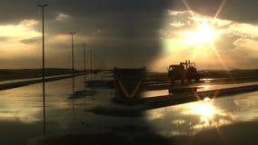 Άνευ ραφής ηλιοβασίλεμα μετά από τους δρόμους βροχής απόθεμα βίντεο