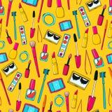 Άνευ ραφής διανυσματικό σχέδιο με τα εργαλεία makeup Στοκ Εικόνες