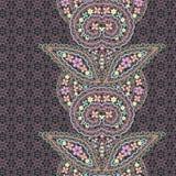 Άνευ ραφής κάθετο σχέδιο δαντελλών με το Paisley και τα λουλούδια Στοκ Φωτογραφία