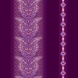 Άνευ ραφής κάθετο σχέδιο δαντελλών με το Paisley και τα λουλούδια Στοκ Εικόνες