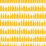 άνευ ραφής κρασί ραφιών προτύπων μπουκαλιών Στοκ Εικόνες