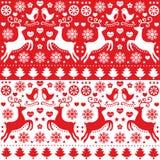 Άνευ ραφής κόκκινο σχέδιο Χριστουγέννων με τον τάρανδο - λαϊκό ύφος Στοκ Εικόνες