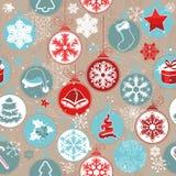 Άνευ ραφής μπεζ εκλεκτής ποιότητας σχέδιο με τα παραδοσιακά στοιχεία Χριστουγέννων Στοκ Φωτογραφία