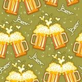 Άνευ ραφής πρότυπο μπύρας. Διανυσματικά ποτήρια της μπύρας backg Στοκ Εικόνες