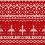 Άνευ ραφής πλέκοντας σχέδιο χειμερινών διακοπών με ένα χριστουγεννιάτικο δέντρο Στοκ εικόνα με δικαίωμα ελεύθερης χρήσης