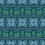Άνευ ραφής ριγωτό σχέδιο Χριστουγέννων Κεντητική Snowflakes, χριστουγεννιάτικα δέντρα σε ένα μπλε υπόβαθρο Ελεύθερη απεικόνιση δικαιώματος