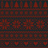 Άνευ ραφής σκανδιναβικό πλέκοντας διανυσματικό σχέδιο Χριστουγέννων με fir-trees, snowflakes, τα λουλούδια ή τις καρδιές ελεύθερη απεικόνιση δικαιώματος