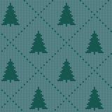 Άνευ ραφής σκανδιναβικό πλέκοντας διανυσματικό σχέδιο Χριστουγέννων με ζωηρόχρωμα fir-trees και τη διακοσμητική γραμμή Στοκ Φωτογραφίες
