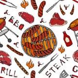 Άνευ ραφής σχέδιο θερινό BBQ του κόμματος σχαρών Μεγάλα λουκάνικα, πλέγμα σχαρών, λαβίδες, δίκρανο, πυρκαγιά, κέτσαπ Συρμένο χέρι απεικόνιση αποθεμάτων