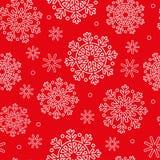 Άνευ ραφής σχέδιο με άσπρα snowflakes και το κόκκινο υπόβαθρο Στοκ Εικόνες
