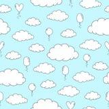 Άνευ ραφής σχέδιο με συρμένα τα χέρι γραπτά σύννεφα και τα μπαλόνια σε ένα ανοικτό μπλε υπόβαθρο ελεύθερη απεικόνιση δικαιώματος