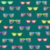 Άνευ ραφής σχέδιο με τα γυαλιά σε ένα τυρκουάζ υπόβαθρο στοκ εικόνες