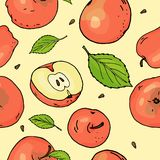 Άνευ ραφής σχέδιο με τα κόκκινα μήλα και τα φύλλα Σύνολο και κομμάτια μήλων στο κίτρινο υπόβαθρο ζωηρόχρωμο έννοιας διάνυσμα διακ διανυσματική απεικόνιση