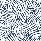 Άνευ ραφής σχέδιο με τα τροπικά φύλλα φοινίκων Στοκ Φωτογραφία