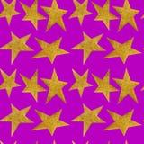 Άνευ ραφής σχέδιο με τα χρυσά μεταλλικά αστέρια στο ιώδες υπόβαθρο στοκ φωτογραφίες με δικαίωμα ελεύθερης χρήσης