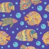 Άνευ ραφής σχέδιο με τα ψάρια τέχνης zen doodle στην μπλε θάλασσα Στοκ εικόνες με δικαίωμα ελεύθερης χρήσης