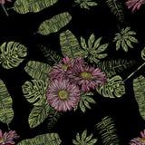 Άνευ ραφής σχέδιο με τα chamomile και τροπικά φύλλα Στοκ εικόνα με δικαίωμα ελεύθερης χρήσης