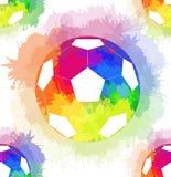 Άνευ ραφής σχέδιο με τις άσπρες σφαίρες ποδοσφαίρου με τον ψεκασμό ουράνιων τόξων watercolor ελεύθερη απεικόνιση δικαιώματος