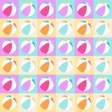 Άνευ ραφής σχέδιο με τις απομονωμένες σφαίρες παραλιών στα τετράγωνα στα χρώματα κρητιδογραφιών Ελεύθερη απεικόνιση δικαιώματος