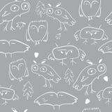Άνευ ραφής σχέδιο με τις κουκουβάγιες doodle και τα στοιχεία φύσης ελεύθερη απεικόνιση δικαιώματος