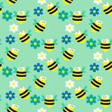 Άνευ ραφής σχέδιο με τις μέλισσες και τα λουλούδια στο μπλε υπόβαθρο Στοκ Εικόνες