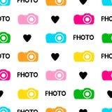 Άνευ ραφής σχέδιο με τις μαύρες καρδιές, φωτογραφία λέξεων, ζωηρόχρωμη κάμερα Στοκ Εικόνες