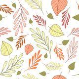 Άνευ ραφής σχέδιο με τους ρόδινους, πορτοκαλιούς και πράσινους κλάδους και leves σε ένα άσπρο υπόβαθρο ελεύθερη απεικόνιση δικαιώματος