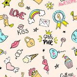 Άνευ ραφής σχέδιο με το χέρι που σύρεται girly doodles Επανάληψη του υποβάθρου με τα παιδαριώδη στοιχεία σχεδίου σκίτσων για το κ Στοκ Φωτογραφίες