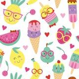 Άνευ ραφής σχέδιο με το χαριτωμένα παγωτό και τα φρούτα ελεύθερη απεικόνιση δικαιώματος