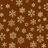 Άνευ ραφής σχέδιο με χρυσά snowflakes στο κόκκινο υπόβαθρο για τα Χριστούγεννα ή τις νέες διακοπές έτους 10 eps διανυσματική απεικόνιση