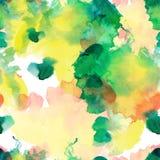 Άνευ ραφής σχέδιο των λεκέδων watercolor: πράσινες, κίτρινες, πορτοκαλιές κηλίδες σε ένα άσπρο υπόβαθρο Στοκ φωτογραφία με δικαίωμα ελεύθερης χρήσης