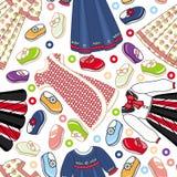 Άνευ ραφής σχέδιο των φορεμάτων και των παπουτσιών μικρών κοριτσιών Στοκ Εικόνες