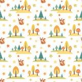 Άνευ ραφής σχέδιο φθινοπώρου με τα χαριτωμένα δασικά ζώα Στοκ Εικόνα