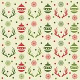 Άνευ ραφής σχέδιο Χριστουγέννων με τις σφαίρες, τα κέρατα ταράνδων και το χιόνι ελεύθερη απεικόνιση δικαιώματος
