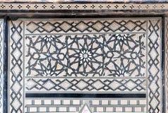 Άνευ ραφής σχέδιο Arabesque σε έναν αρχαίο παλαιό ξύλινο πίνακα τσαγιού Στοκ Φωτογραφίες