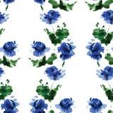 Άνευ ραφής σχέδιο watercolor των μπλε λουλουδιών και των πράσινων φύλλων σε ένα άσπρο υπόβαθρο Στοκ Εικόνες