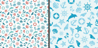 Άνευ ραφής σχέδια θάλασσας με τα δελφίνια, την άγκυρα, το αστέρι θάλασσας, το κοχύλι, το τιμόνι και τον ζωή-σημαντήρα διανυσματική απεικόνιση