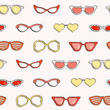 Άνευ ραφής σχέδιο, απομονωμένα μόδα γυαλιά ηλίου καθορισμένα Στοκ Εικόνες