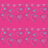 Άνευ ραφής σχέδιο αλυσίδων κρεμαστών κοσμημάτων καρδιών σε ένα ρόδινο υπόβαθρο Στοκ φωτογραφία με δικαίωμα ελεύθερης χρήσης