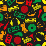 Άνευ ραφής σχέδιο εικονιδίων χρώματος του DJ λεσχών μουσικής Στοκ Εικόνα
